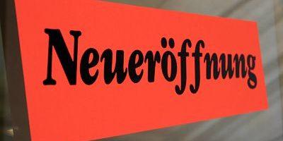 imago50428744h_opt Bildnummer: 50428744  Datum: 06.06.2003  Copyright: imago/Müller-Stauffenberg Bildnummer: 50428744  Datum: 06.06.2003  Copyright: imago/Müller-Stauffenberg Schild Neueröffnung , Objekte; 2003, Berlin, Schild, Schilder, Hinweisschild, Hinweisschilder, Schriftzug; , quer, Kbdig, Einzelbild, Freisteller, Deutschland,  ,; Aufnahmedatum geschätzt