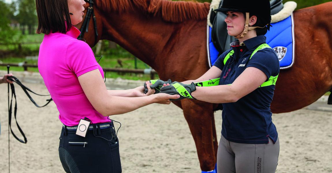 Pferdesport Dressur 17-14-d0165-Ausbildung-Training  2017-05-17,- 10:25:46h,  Dressur-Ausbildung-Training-AZL Ausbildungszentrum Luhmuehlen-Luhmuehlen,-Niedersachsen-