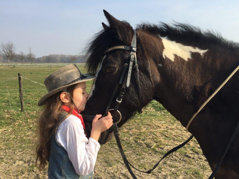 Cowgirl-Liebe zum Pony